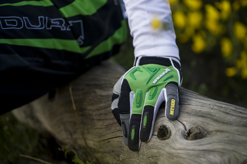 MT500 Glove for Trail Protection