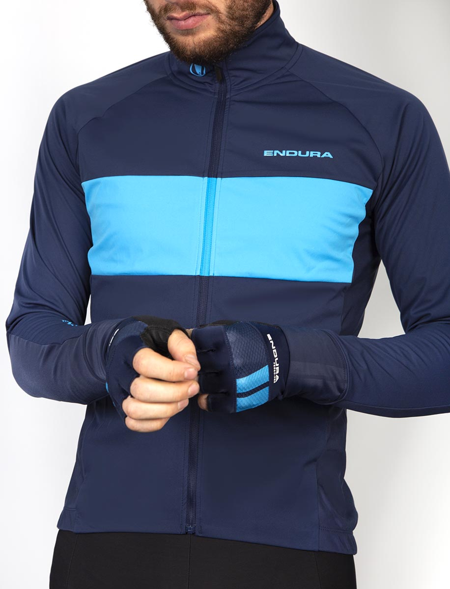 Wicking, high stretch back hand panels ensure fantastic fit