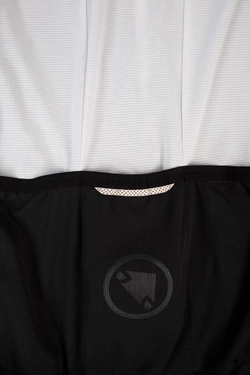 Minimalist, low weight triple rear pocket construction
