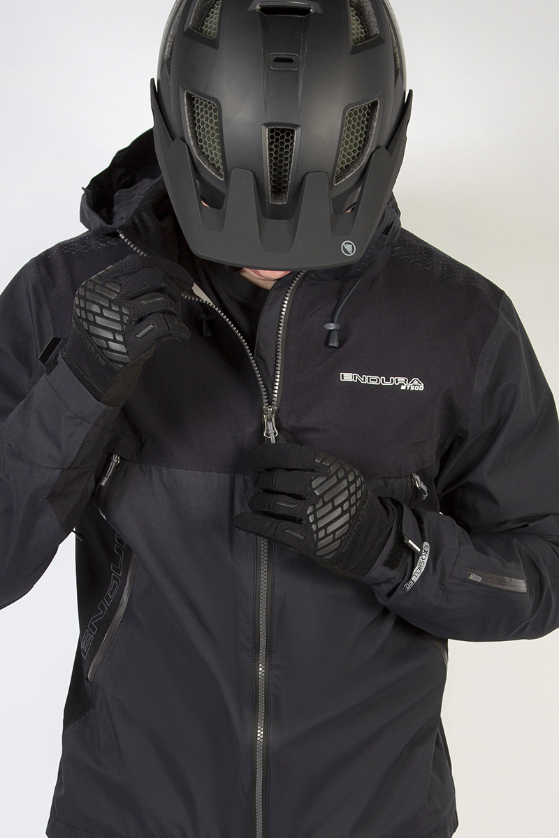 Water-repellent VISLON® zip with storm flap