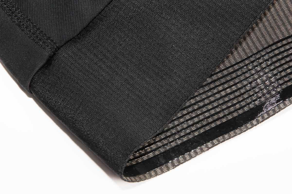 Raw edge grip rib hem with super fine silicone grippers