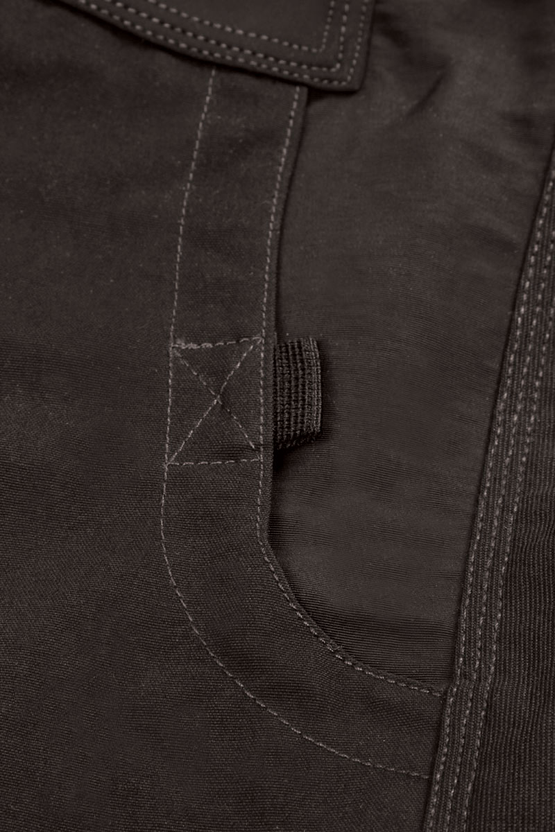 Front pockets with magnetic closure, zipped security pocket/ Rear cargo pockets