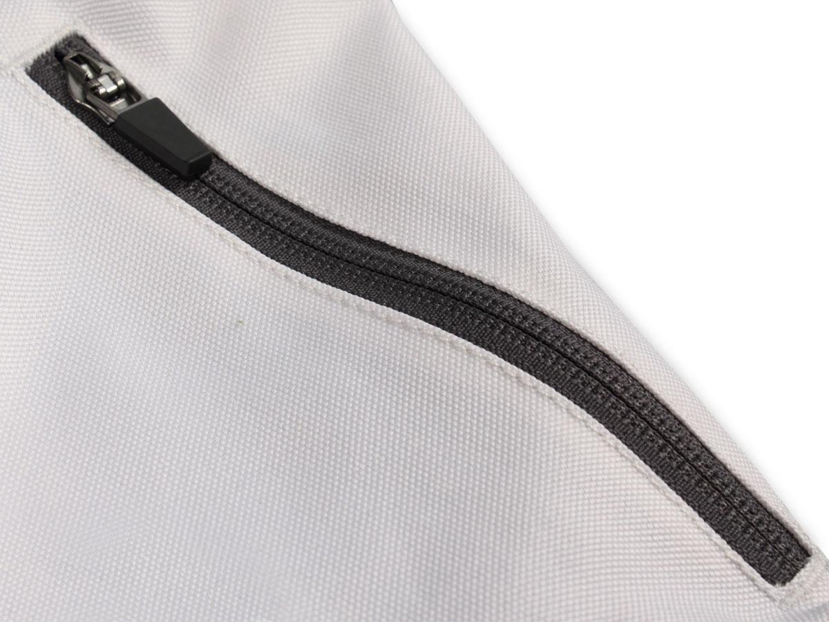 Zipped hip pockets