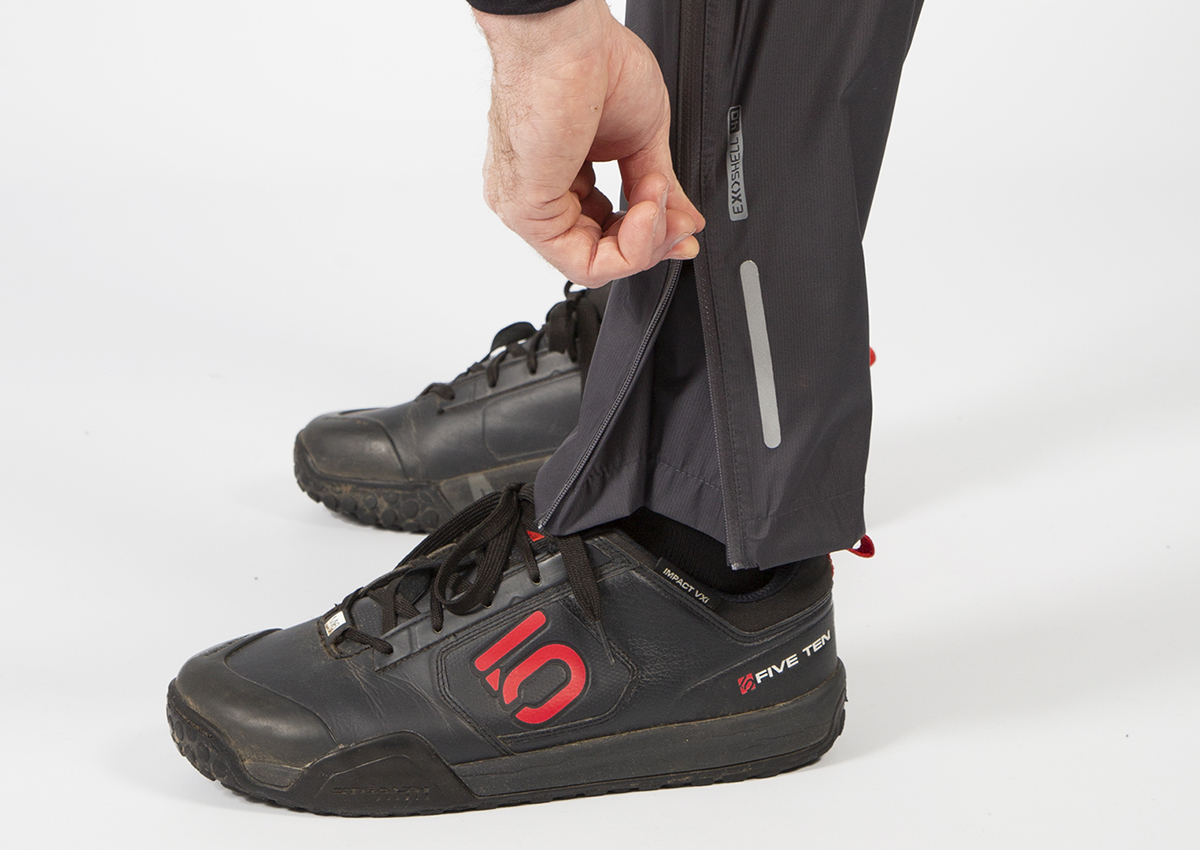 Water-repellent ankle zips for easy on/ off