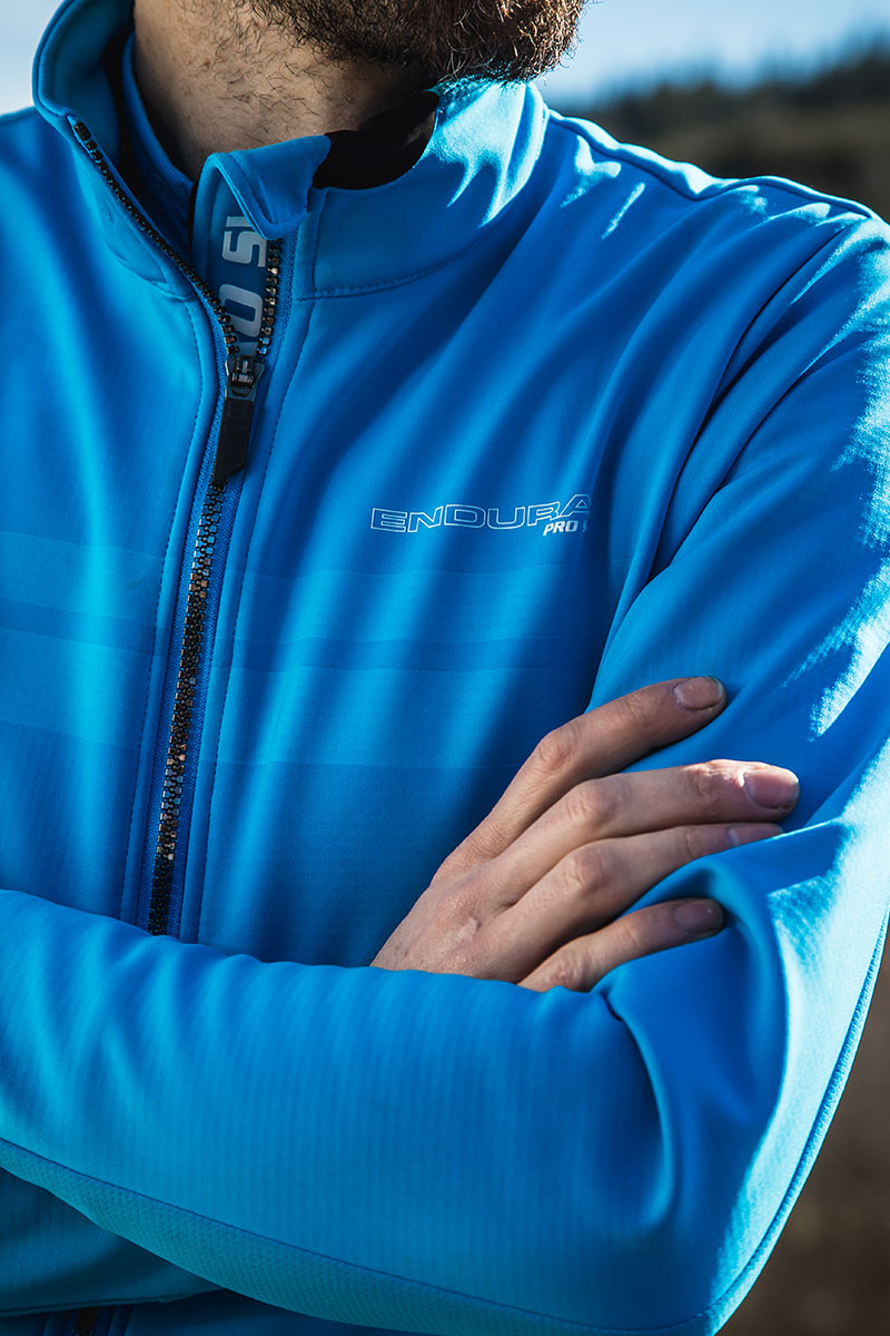 High stretch, windproof fabric with thermal lining on front, sleeves and center back