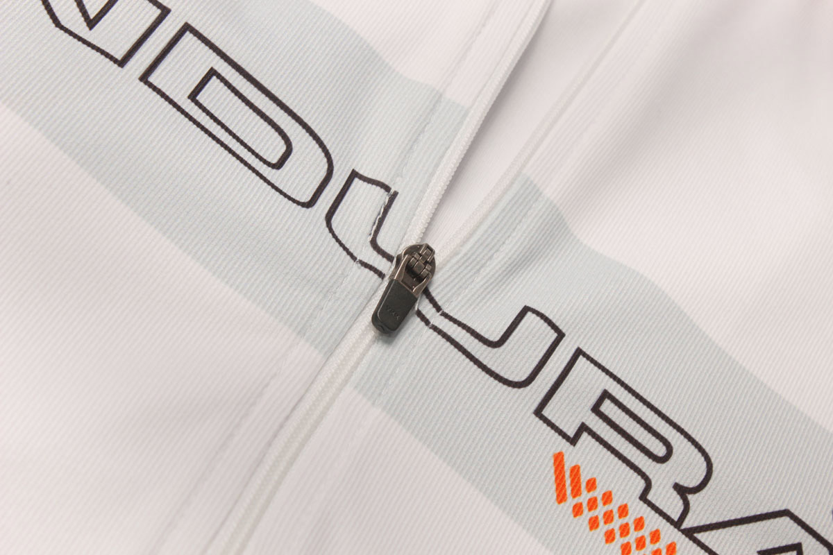 Full centre front zipper for maximum ventilation